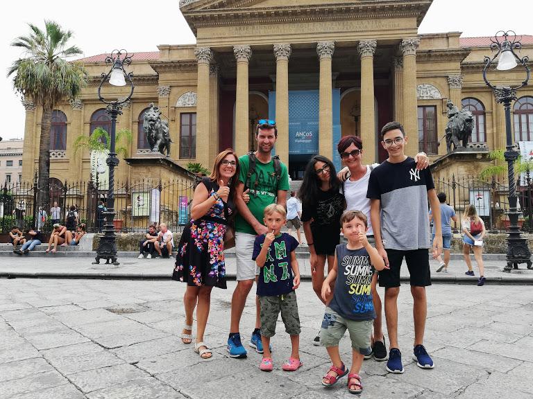 una famiglia a Palermo