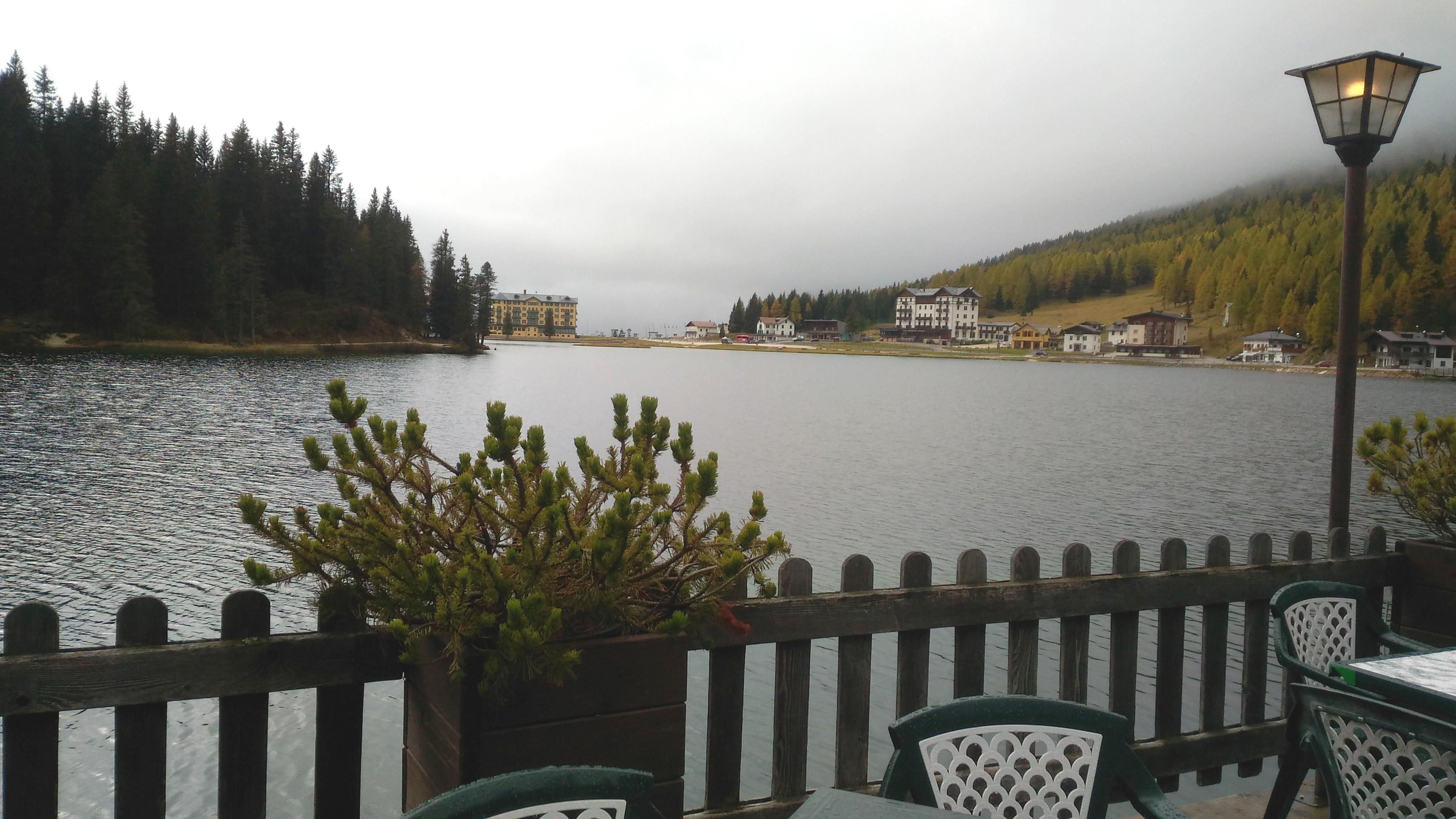 vista dal lago di misurina vicino sappada