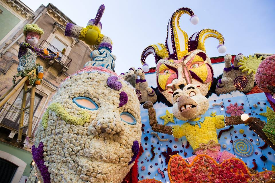 carri allegorici carnevale in sicilia