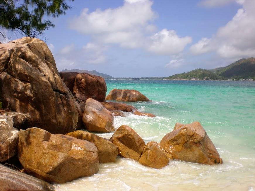 massi di granito alle seychelles meta ideale per un viaggio di nozze con bambini