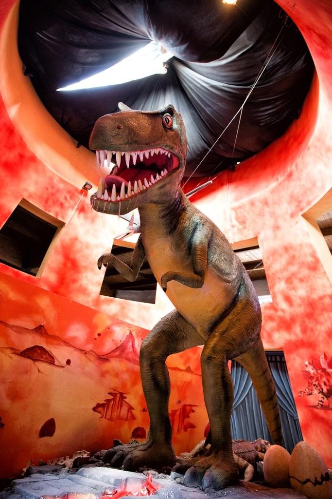 un dinosauro al museo della lava