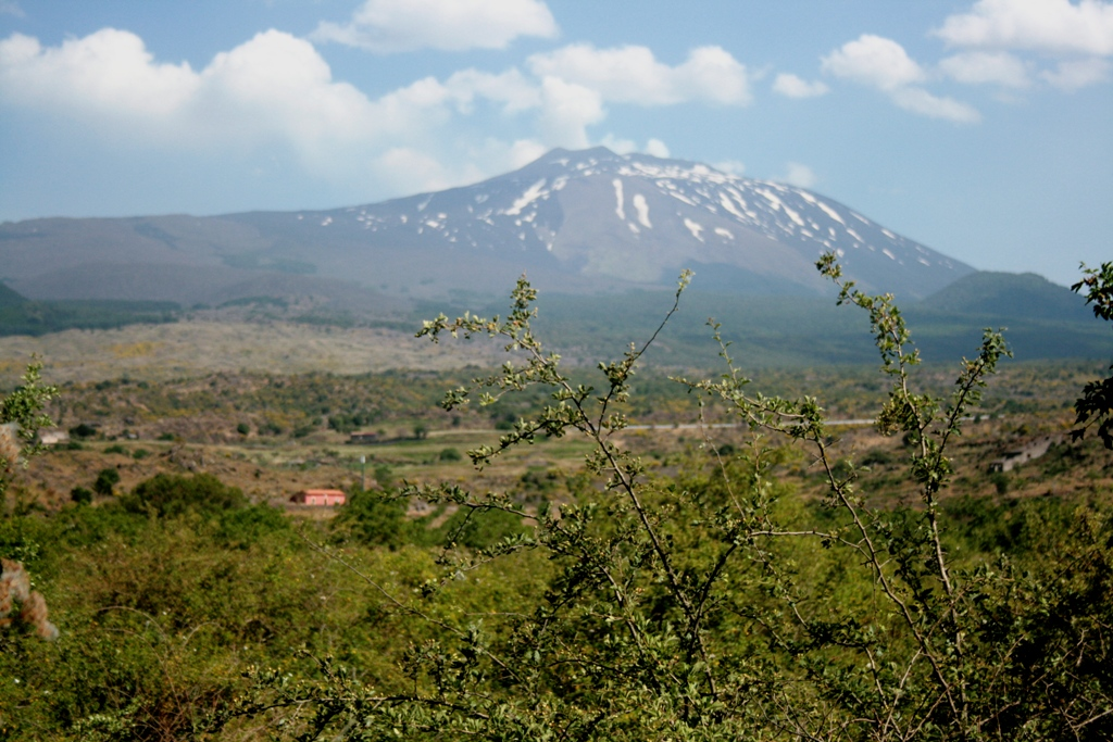 vista Etna dal lago gurrida