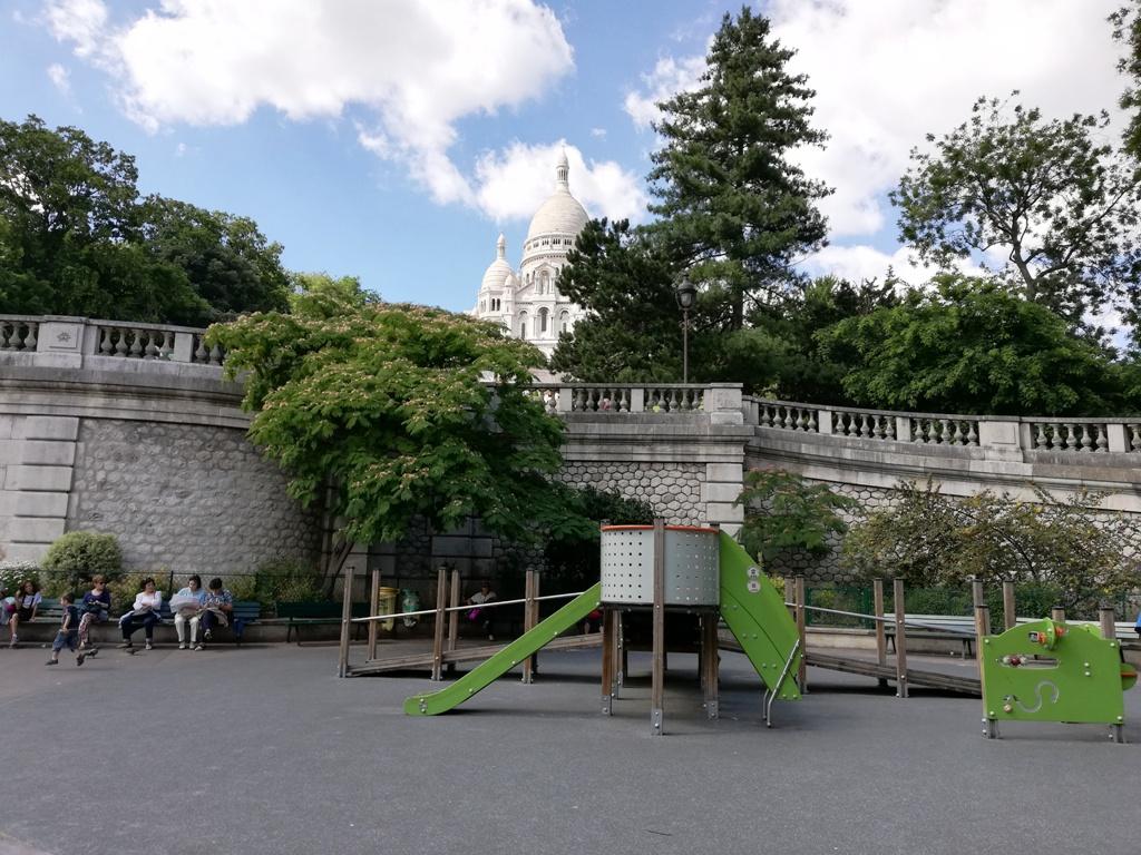 parco giochi ai piedi di Montmartre