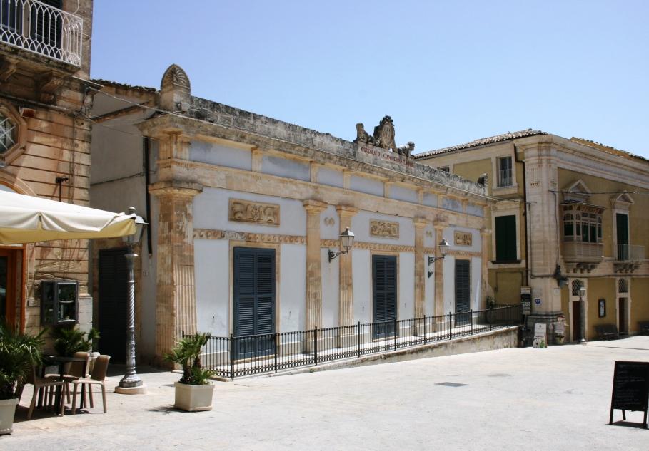 circolo di conversazione a ragusa ibla uno dei i-luoghi-di-montalbano-in-Sicilia
