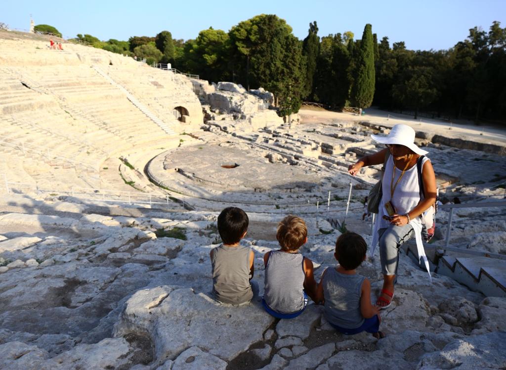 bambini al teatro greco di Siracusa