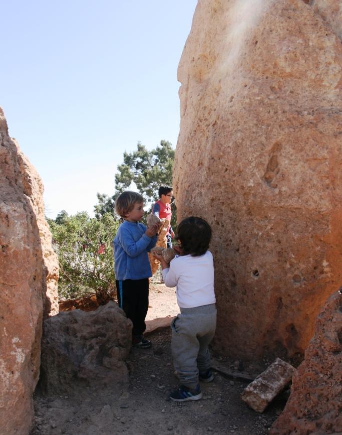bambini che giocano al Grand Canyon