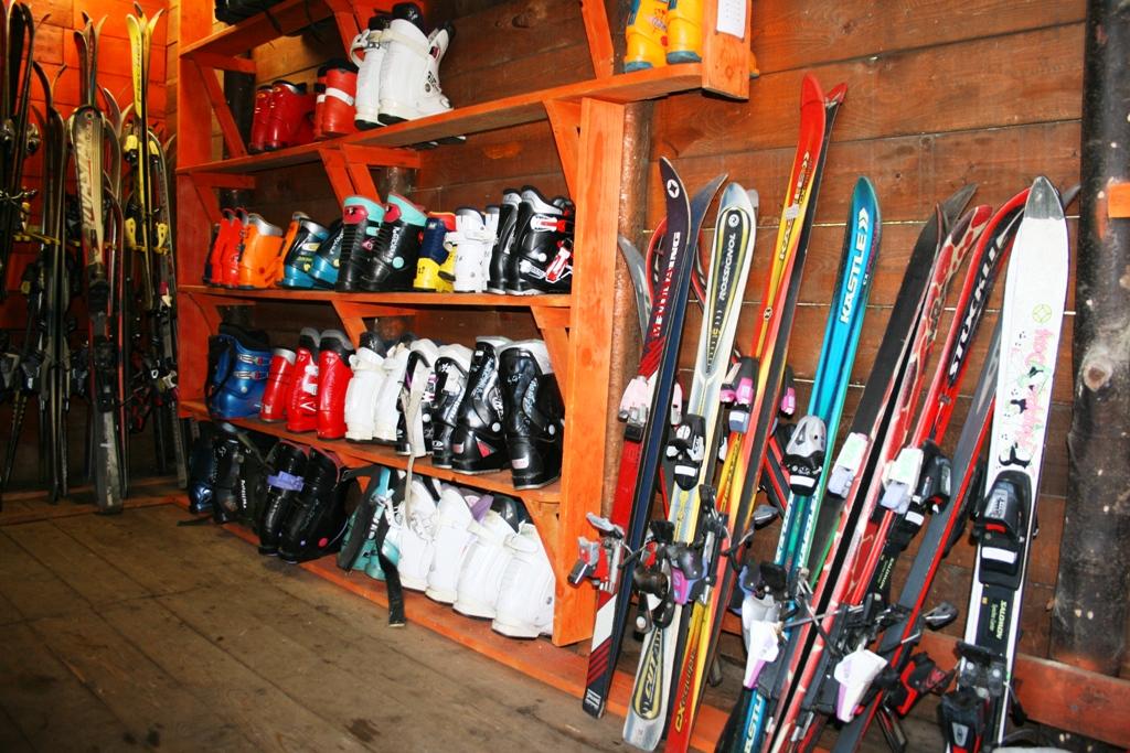 attrezzatura per lezioni di sci a Catania