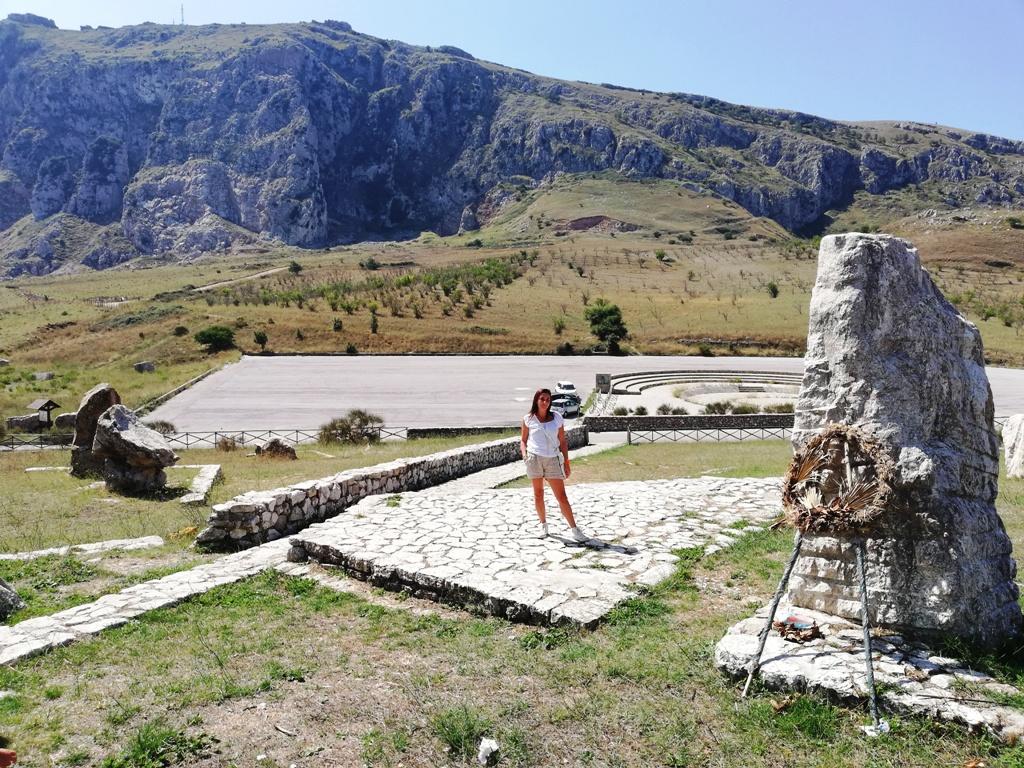 memoriale portella della ginestra un posto da vedere a Piana degli Albanesi