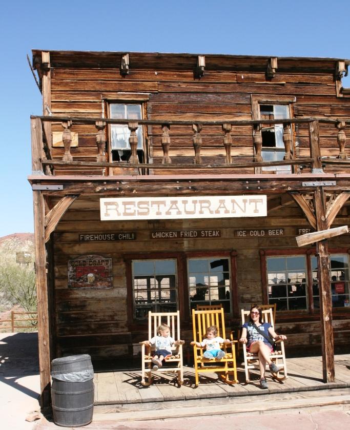 tipico saloon western a calico ghost town con i bambini