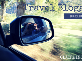 una travel blogger che scatta una foto