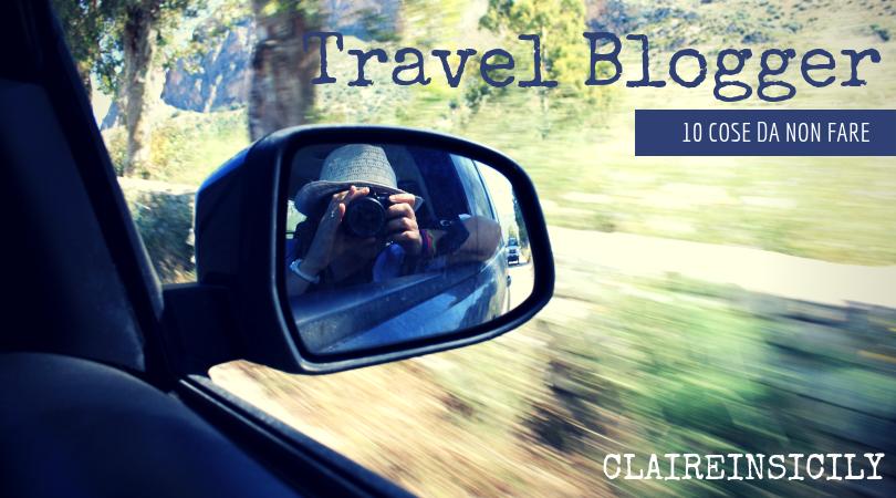 una travel blogger che scatta una foto