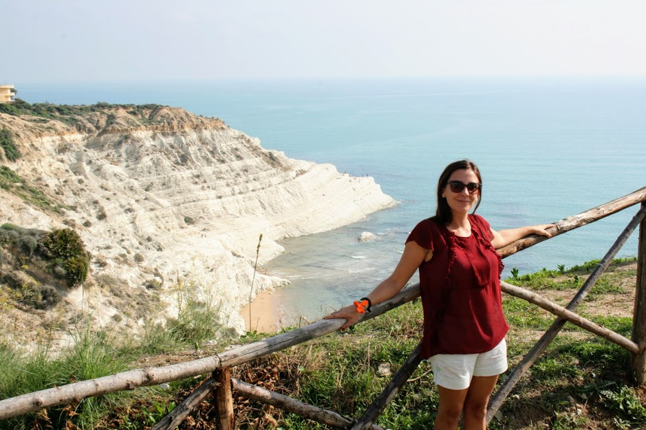 una donna alla scala dei turchi