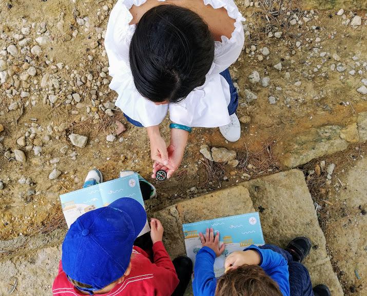 bambini alla valle dei templi di agrigento