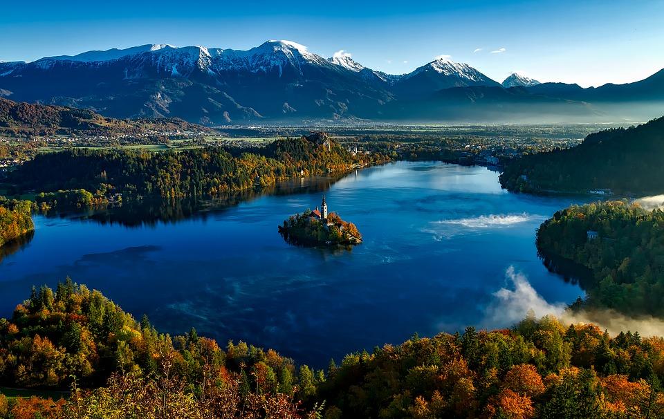 lago di bled visto dall'alto