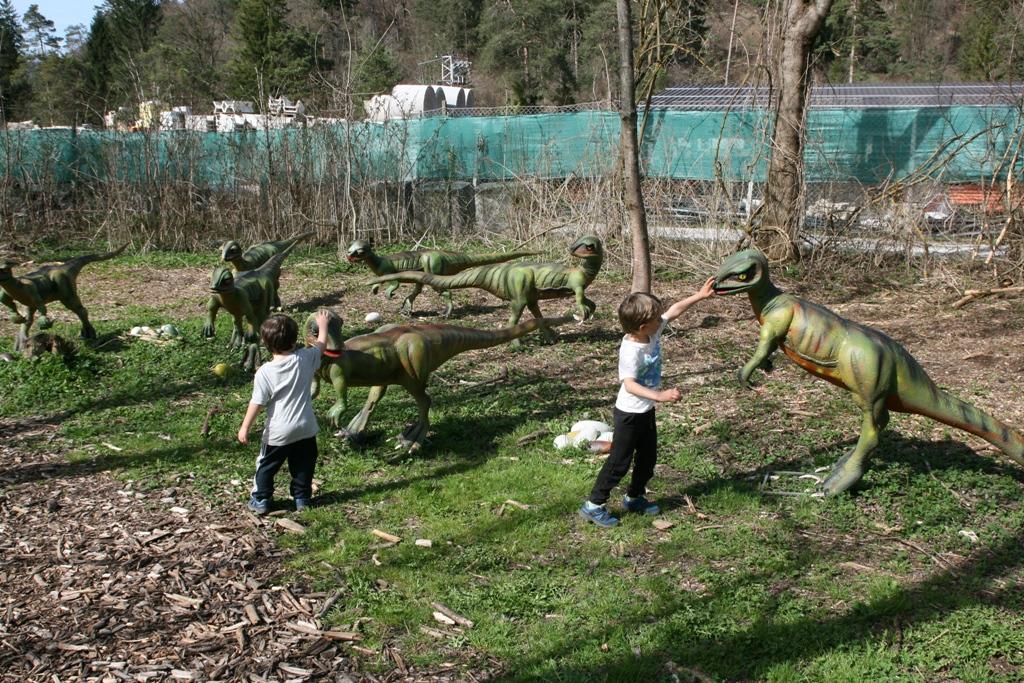 bambini al dino park di Bled