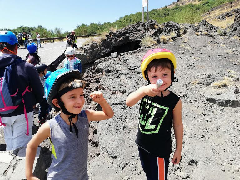 des enfants sur l'Etna