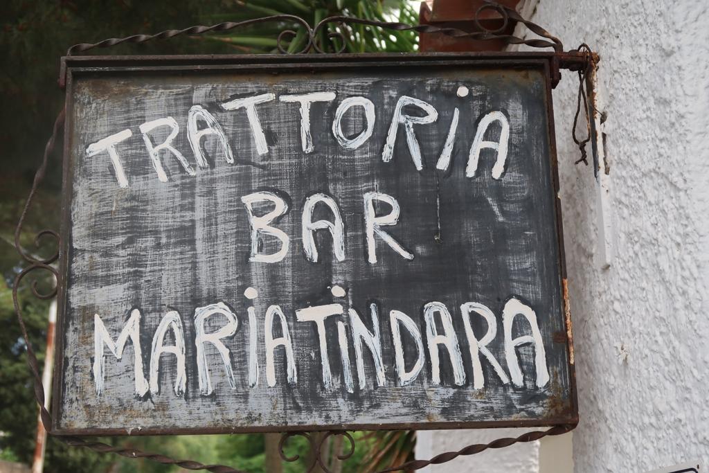 insegna della locanda Maria Tindara a Vulcano luogo ideale dove dormire