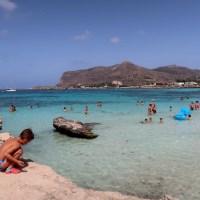 Favignana con bambini: l'isola blu a forma di farfalla
