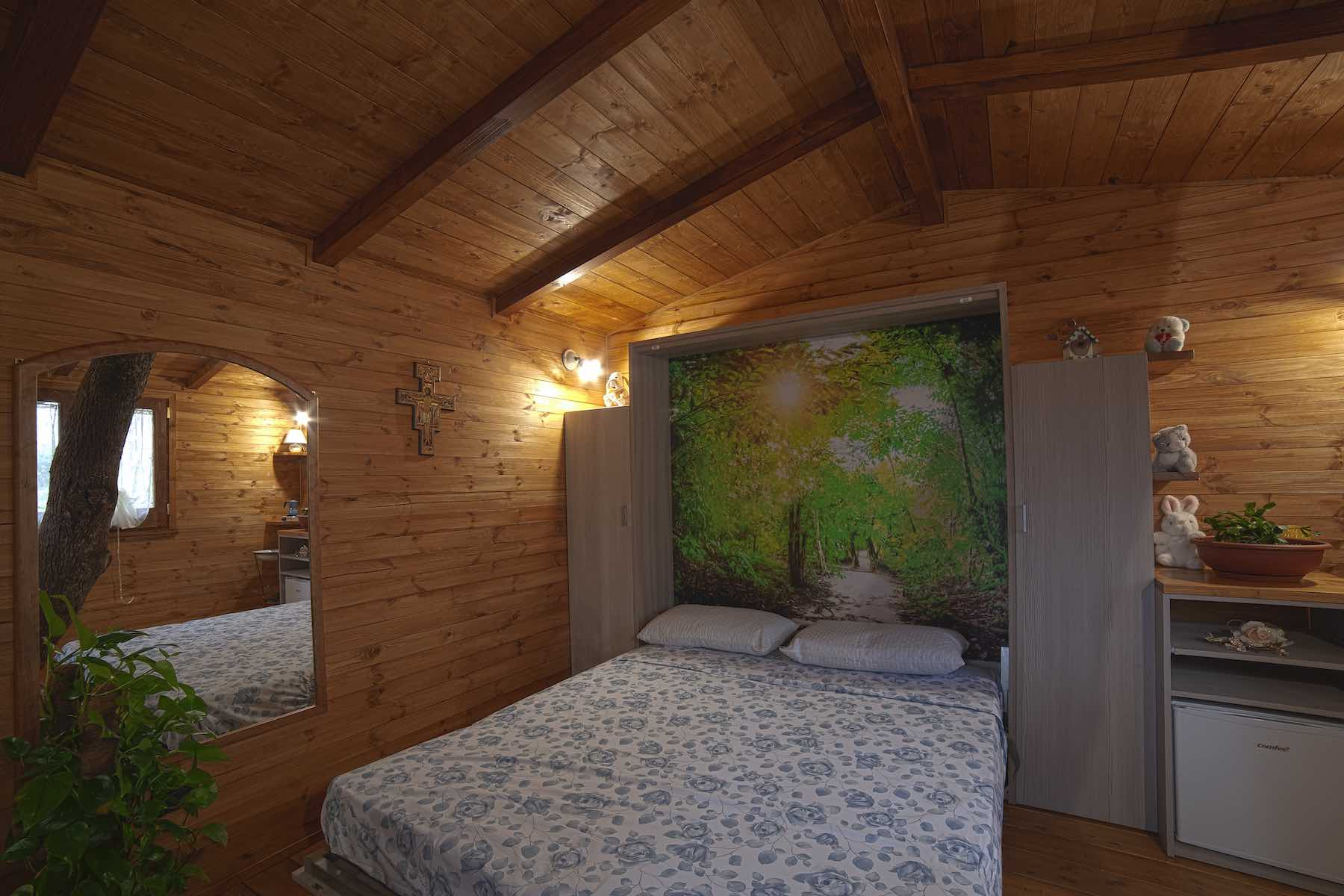 camera letto casa sull'albero in calabria a rogliano