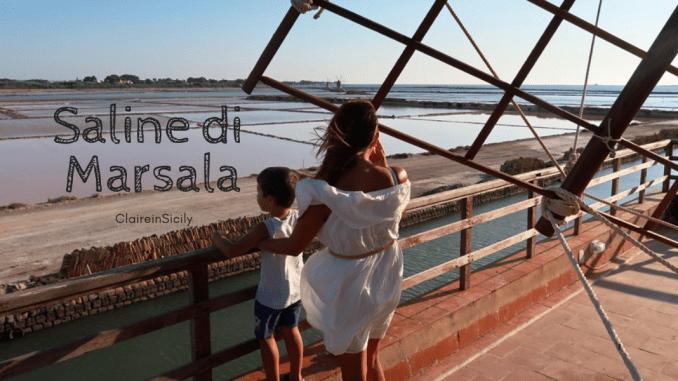 donna e bambino alle saline di Marsala