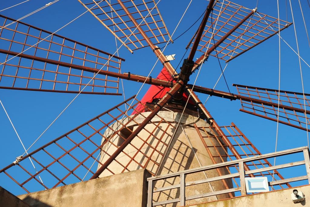 mulino a vento alle saline di Marsala