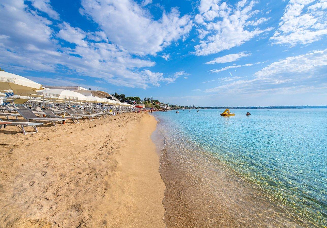 spiaggia del villaggio turistico arenella in Sicilia