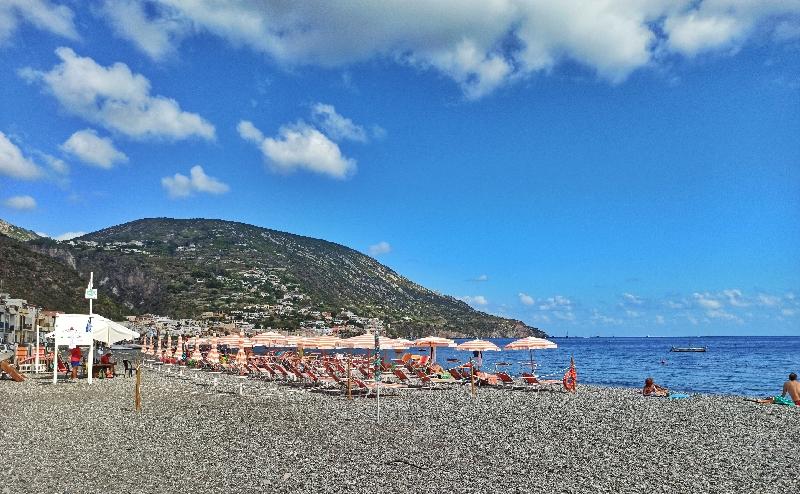 spiaggia di Canneto a Lipari ideale per i bambini