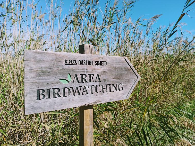 cartello birdwatching presso oasi del simeto