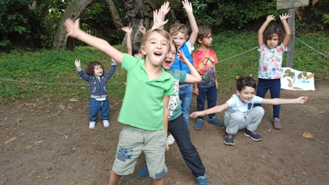 bambini che festeggiano sull'etna