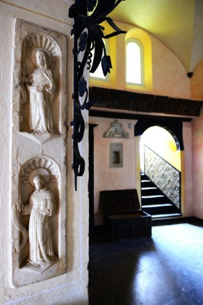 Castello Brown inside