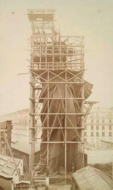 Statue-de-la-Liberte-a-Paris-3