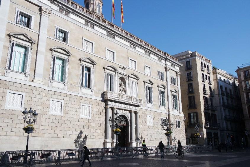 Barcelone-Espagne-place-saint-jaume-parlement