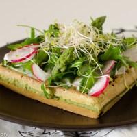 Gaufres de chou kale et légumes de printemps - version tartine