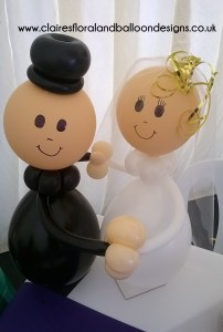 Table bride and groom character balloons