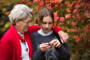 Nan and Grandaughter in the Autumn, family photo sessions in sussex