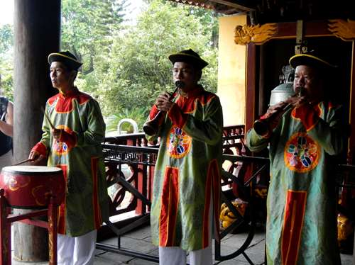 Claironyva Vientam Hue Temple To Mieu, cérémonie musicale