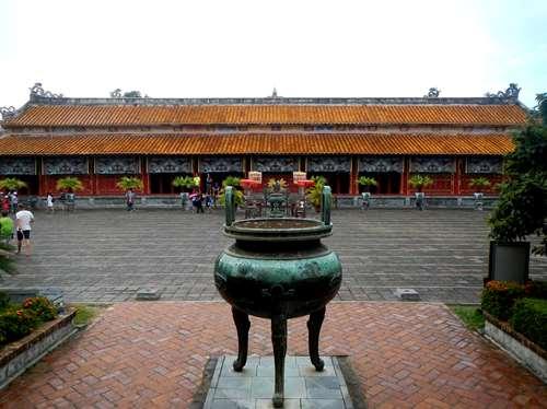 Claironyva Vientam Hue Temple To Mieu, urne dynastique en bronze, Hue