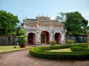 Magnifique porte de la résidence de Dien Tho