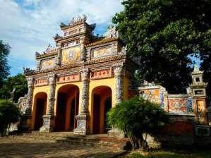 Porte de la résidence de Dien Tho