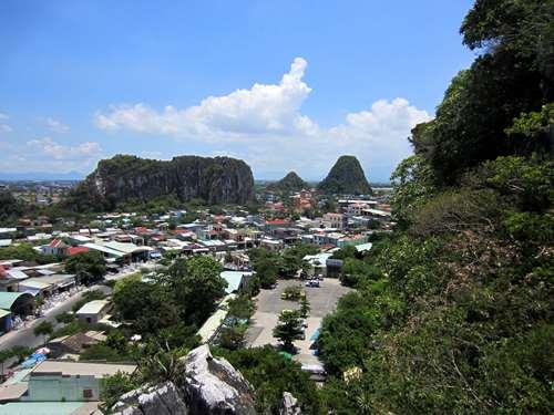 Claironyva Vietnam Vue depuis la Montagne de Marbre
