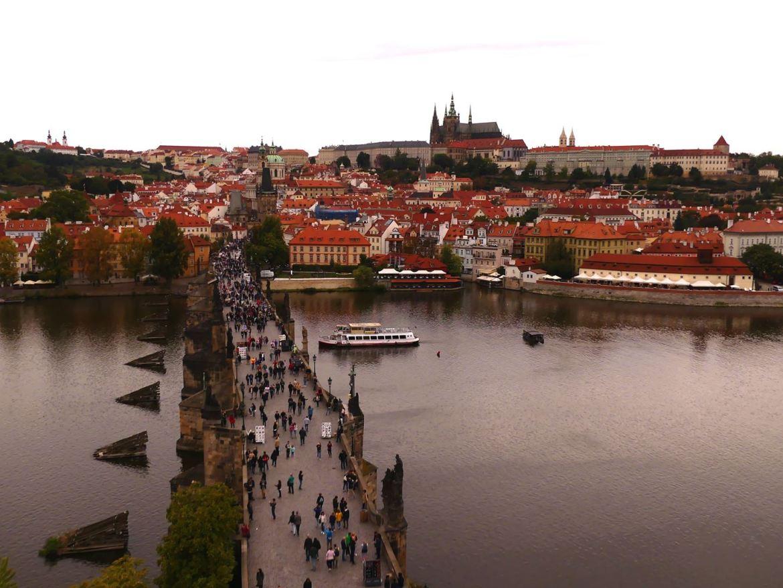 Prague vue de la tour gothique du pont Charles Claironyva