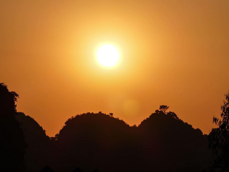 Coucher de soleil province de Ninh Binh - Tam Coc - Baie d'Halong terrestre