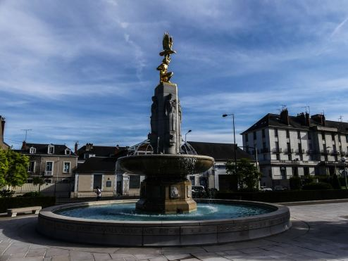 Claironyva Tours fontaine mémorial