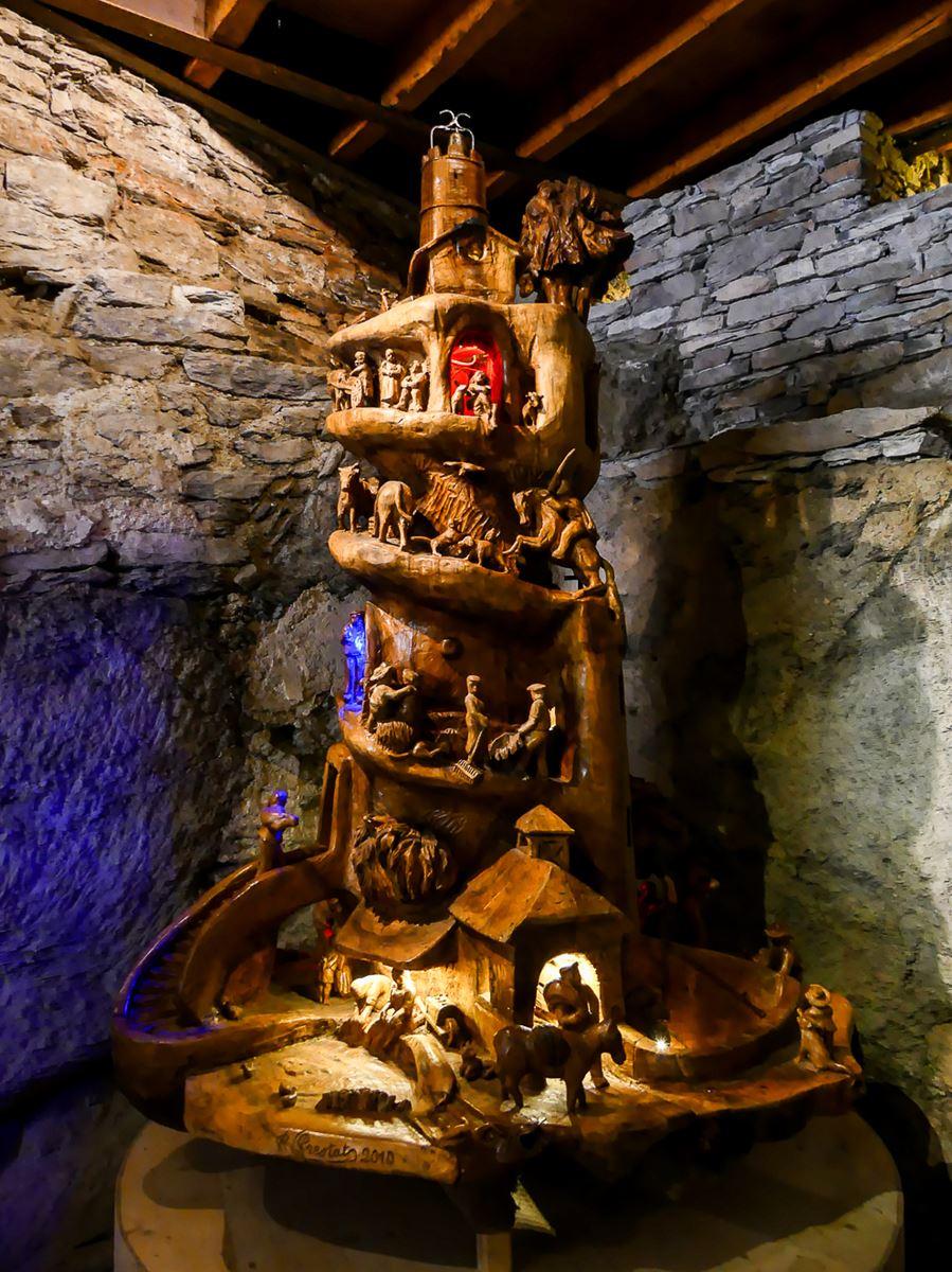 Château de Lacaze : sculpture sur bois