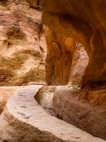 Petra - Canalisations dans le Siq
