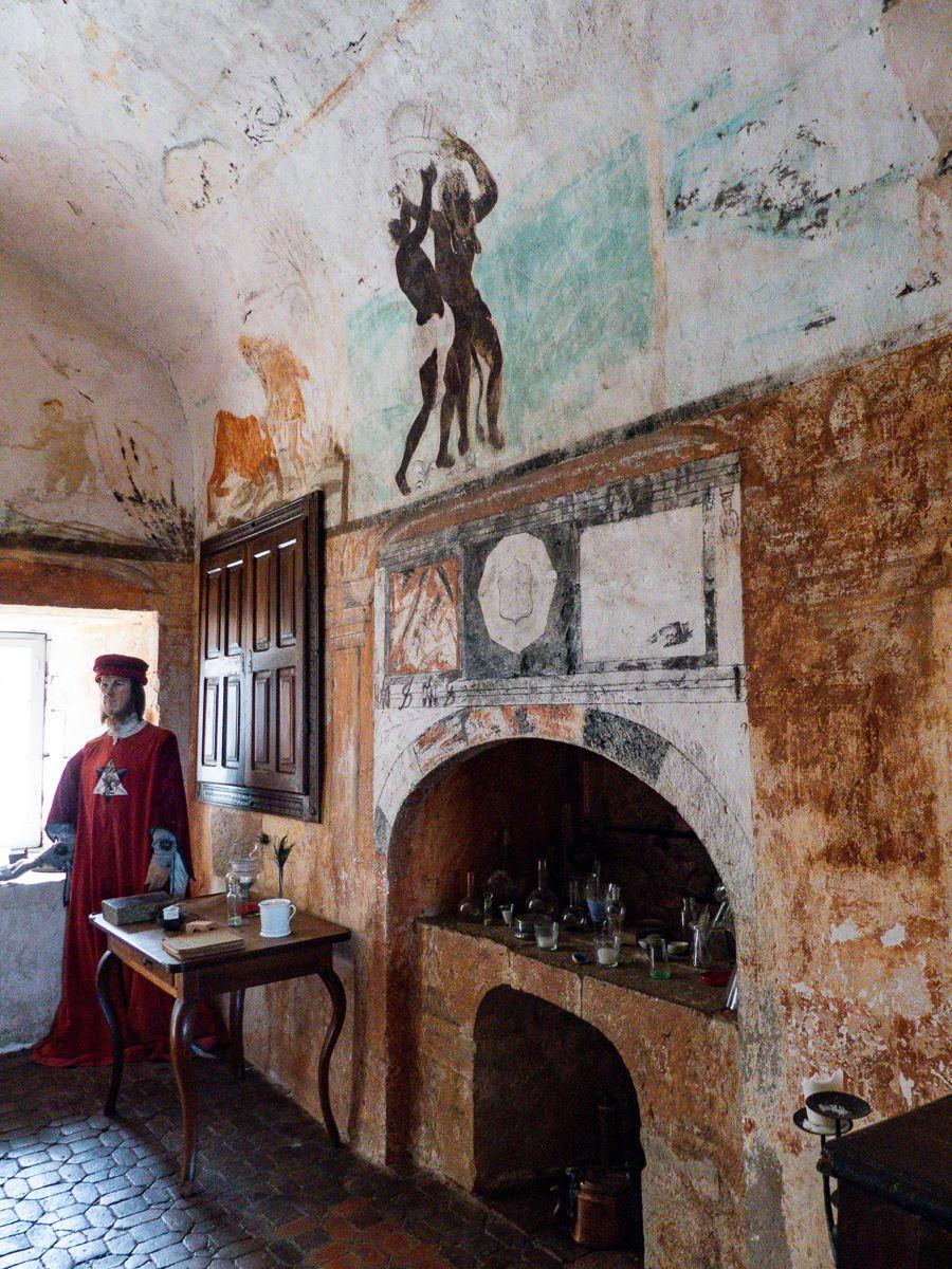 Château de Cénevières - cabinet d'alchimiste