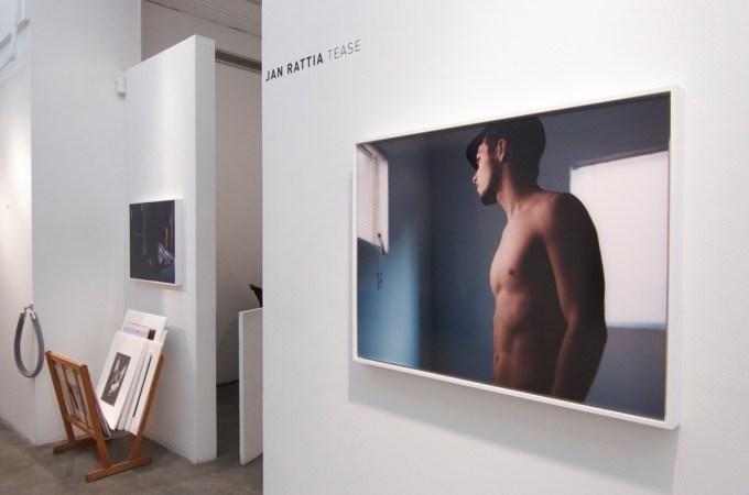 Jan Rattia, Tease, Installation