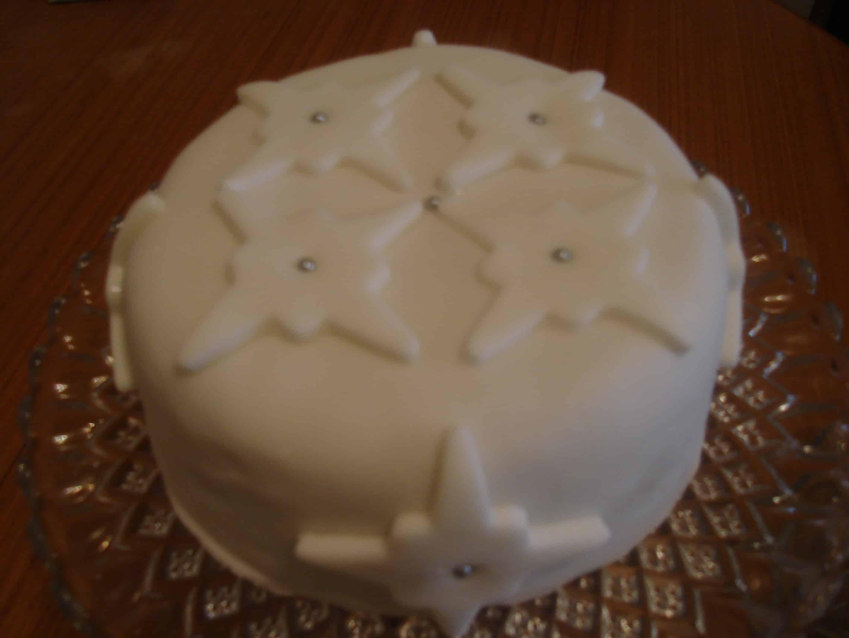 Simple Festive Cake Decoration Clandestine Cake