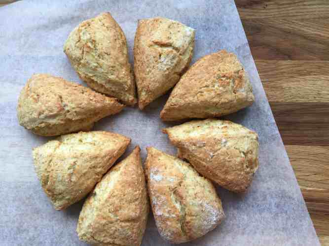 8 round portions of baked scones