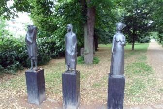 Skulpturen von Migrantinnen